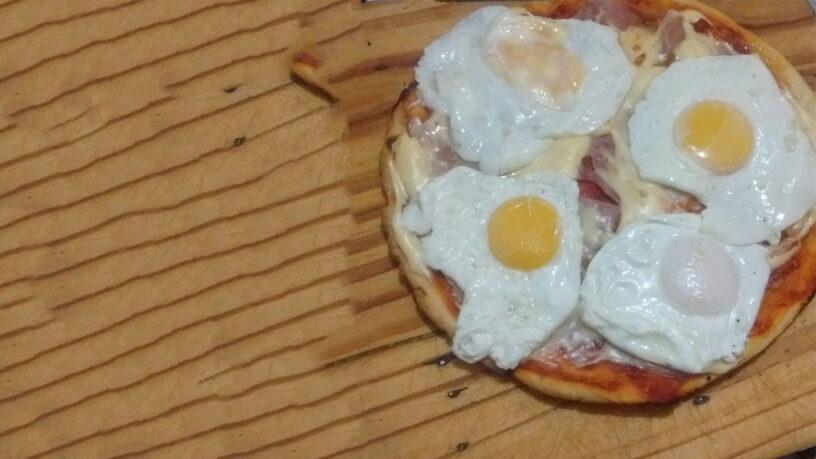 pizza de huevo frito