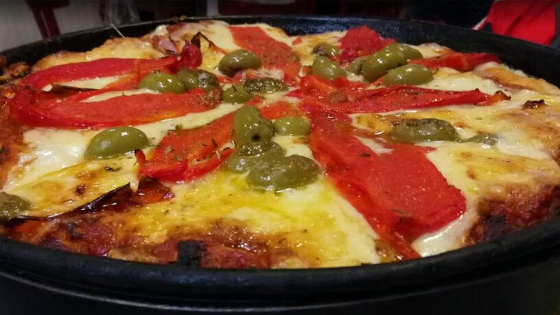 Pizza de jamon y morrones